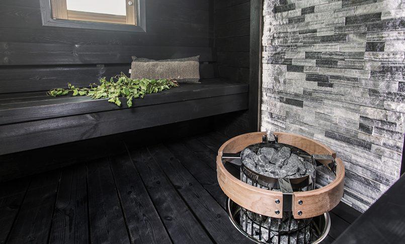 Savusaunan tunnelmaa kaupunkikodin saunaan