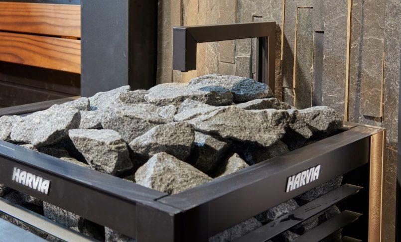 Löylyautomaatti on yksi esteettömän saunan helppokäyttöisyyttä lisääviä yksityiskohtia.